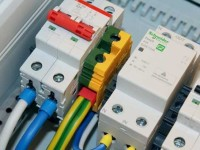 Как профессионально провести монтаж встраиваемого электрощитка? Полезные советы от профи и рекомендации по выбору оборудования