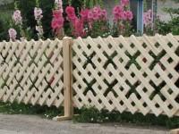 Забор своими руками: дерево, профнастил или камень? Правильный выбор и инструкция по установке + 73 фото