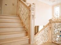 Как сделать красивую резную лестницу из дерева?