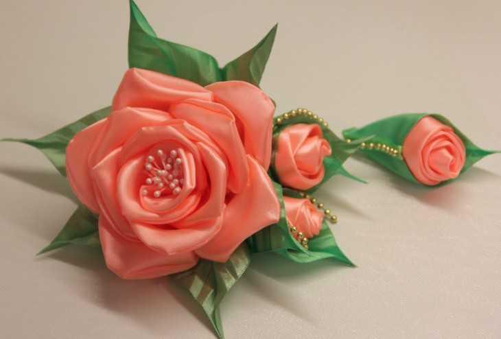 Красивые цветы из атласных лент с пошаговым