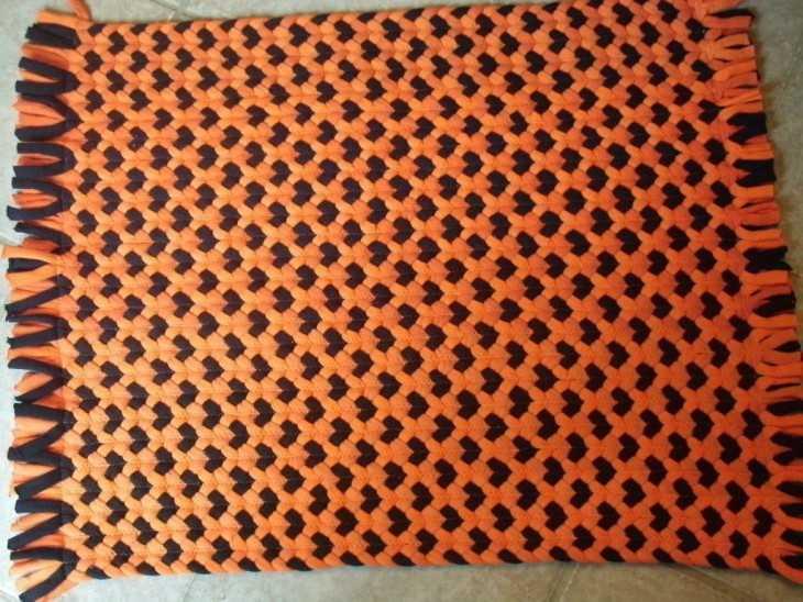 Плетеный коврик своими руками из старых вещей 886