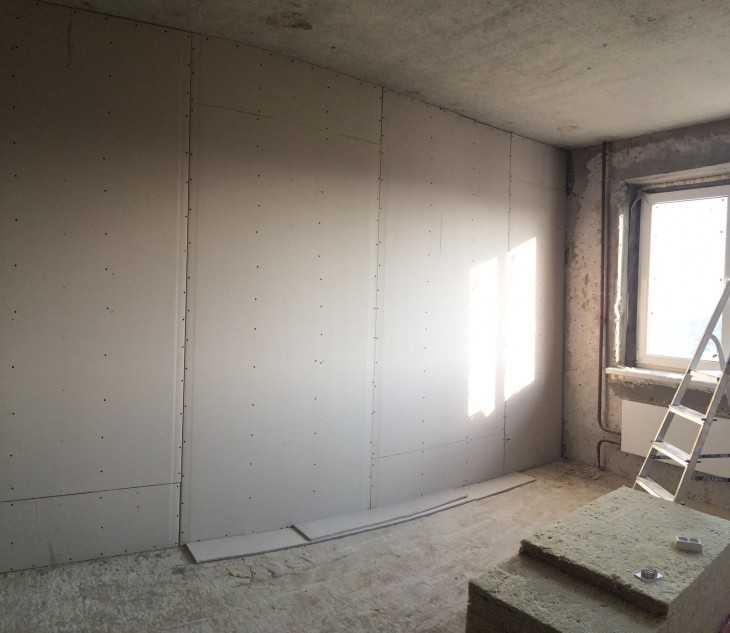 Выяснилось, что за стенкой жилой комнаты кухня.