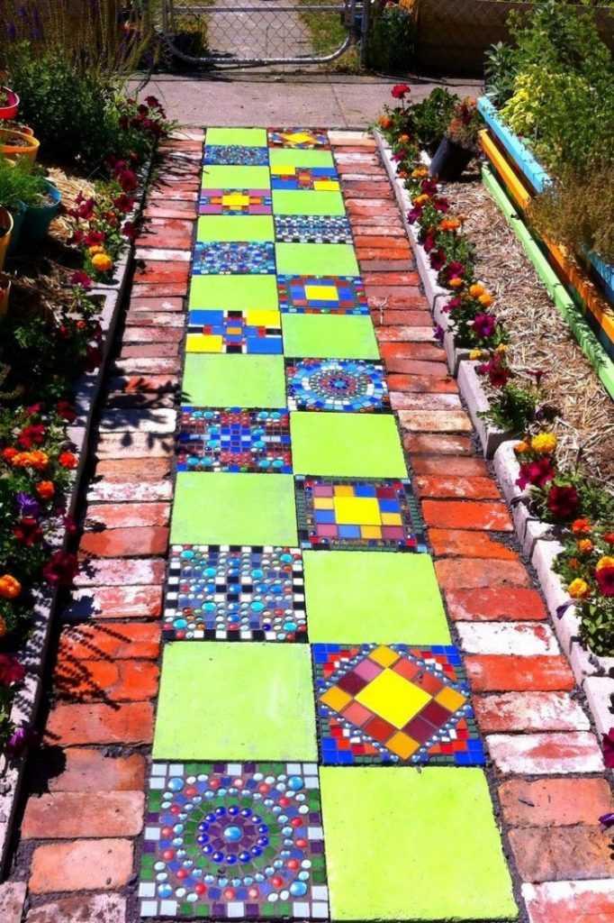 Дачная мозаика в саду своими руками 18