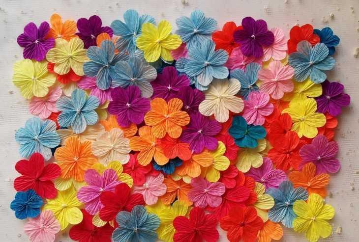 Цветочек из бумаги гофрированной
