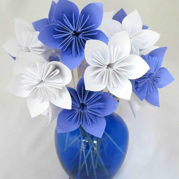 Композиции с цветами и матрешками